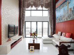 星河丹堤 少有放卖的空中别墅上下三层看湖景视野开阔。二手房效果图