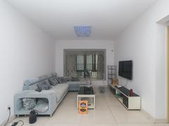 中海塞纳时光 精装两房,南向,户型方正,业主实在卖,看房方便二手房效果图