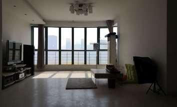 青岛中南公寓客厅照片_中南公寓 可办公 紧邻2号11号双地铁站 靠金领世家 啤酒城